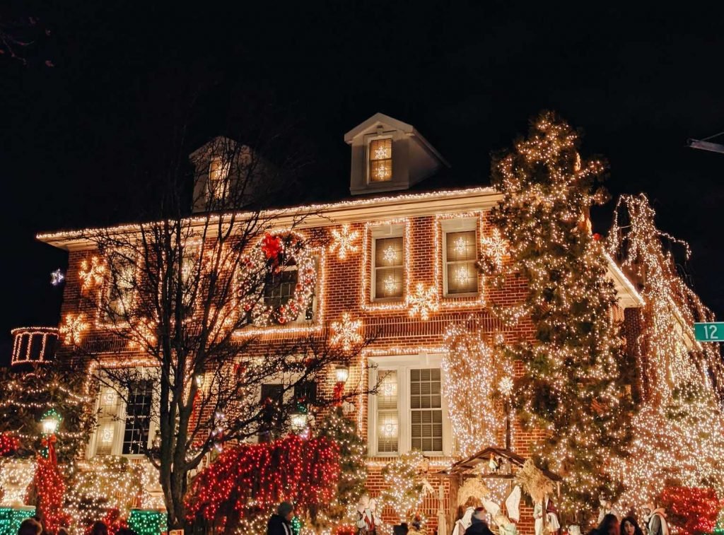 House Decorated with Christmas Lights | Breast Cancer Car Donations