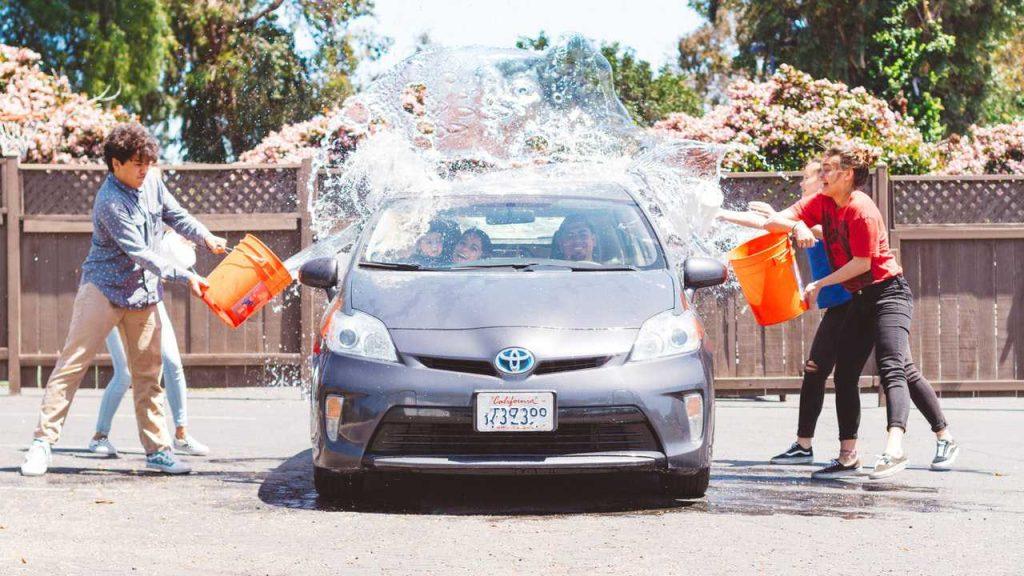 Kids Enjoy Washing Car   Breast Cancer Car Donations